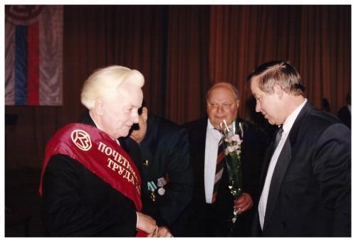 Награждение званием Почетного ветерана труда Коломзавода