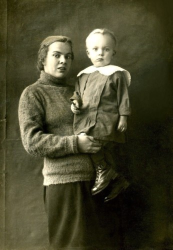 Анна Ивановна Салтыкова-Казанская 1907 г.р. с сыном М.А.Салтыковым 2 года. Камышлов 1929