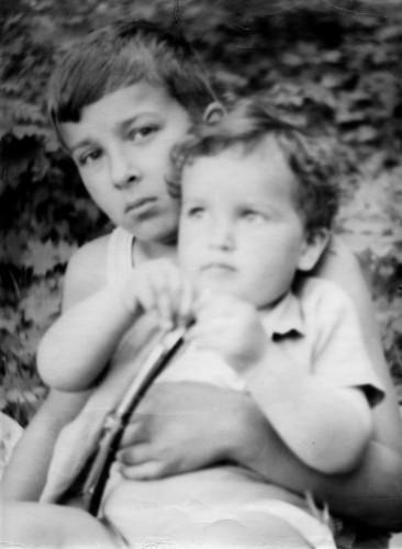 Дети М.А.Салтыкова и А.М.Казанской. Алексей сл. 12 лет и Михаил спр. 3 года. Коломна 1970